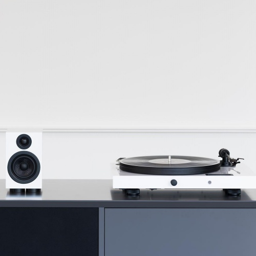 Pro-Ject Music Crate 2, Juke Box E Turntable & Speaker Box 5 (White)